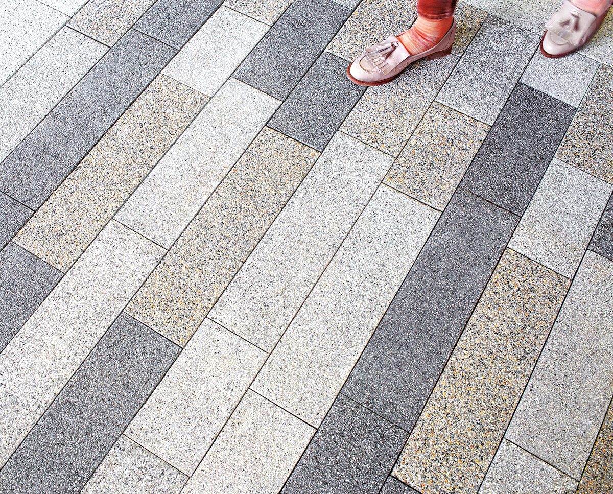 Plaza Lineal Paving in situ