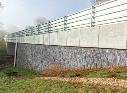 Segmental Retaining Walls </br>(SRW)  supporting image